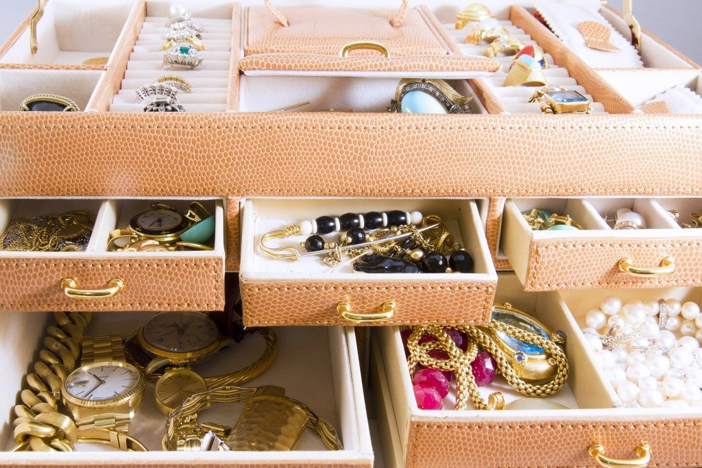 Jewelries on drawers